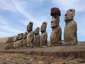 Easter-Island_CE0Y-I2DMI
